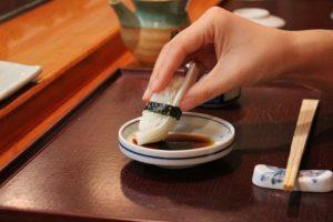 с чем есть суши и где их заказать в москве