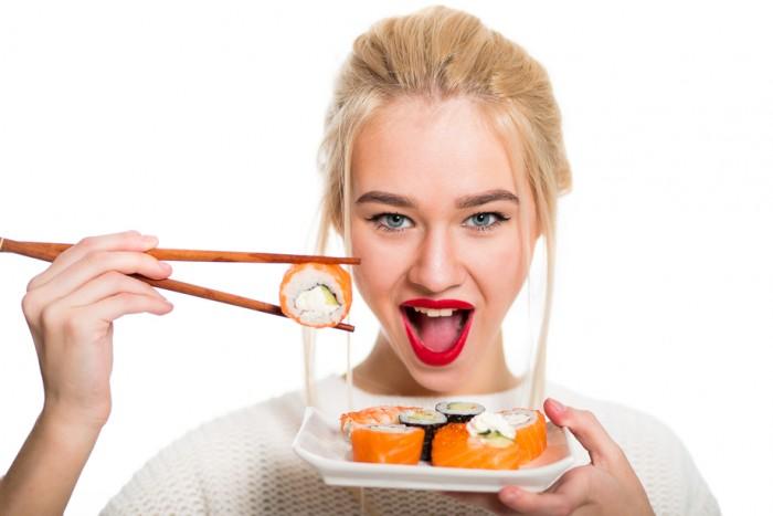 кушать суши правильно с чем